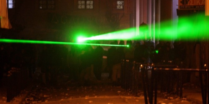 laser-weapons-soldiers-670x333